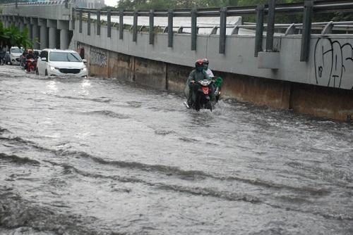 tắc cống ngày mưa bão
